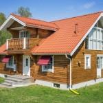 บ้านไม้สองชั้นแนวคันทรี สร้างด้วยไม้ทั้งหลัง กับการตกแต่งภายในสดใสแบบยุโรป