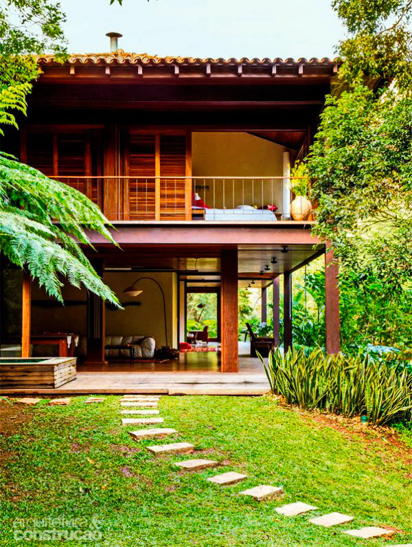 house-with-garden-in-natural-surrrounding-forest-and-mountain-3