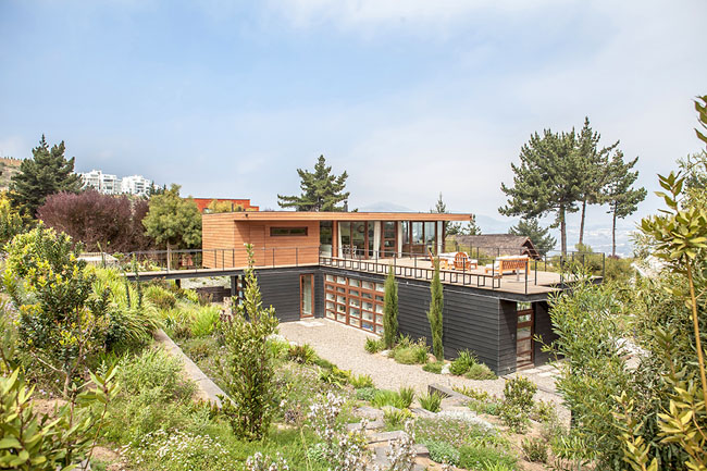 modern house two storey with elegant style in chile mountain hill (1)