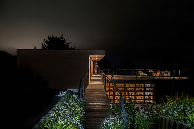 modern house two storey with elegant style in chile mountain hill (12)