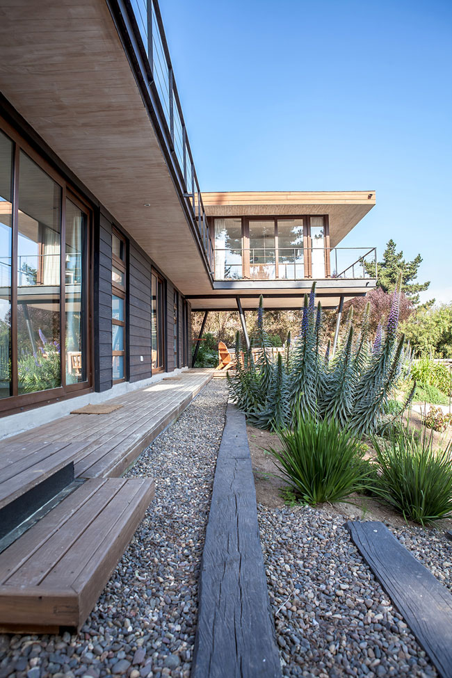 modern house two storey with elegant style in chile mountain hill (5)