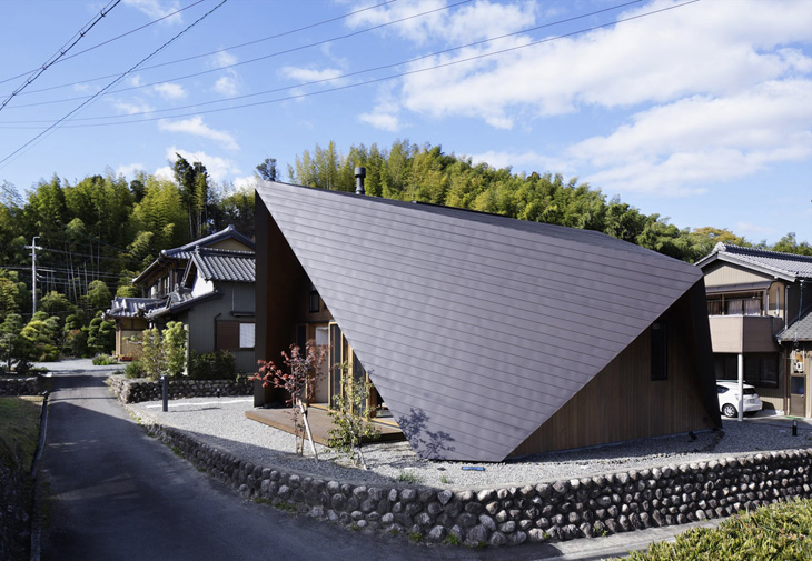 modern loft triangle house tsc architect in japan (2)