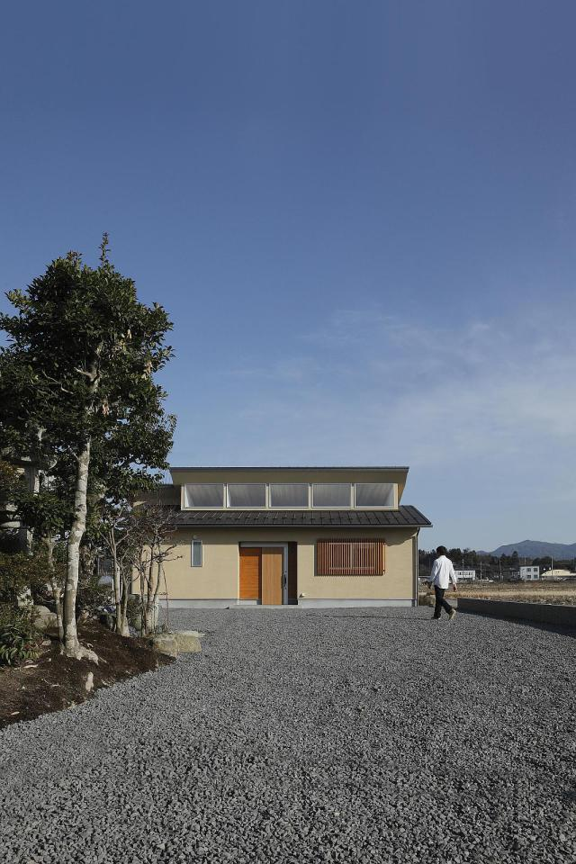 modern serene japanese house with bright white wooden interior (1)