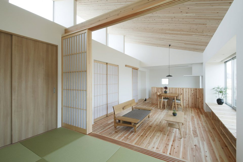 modern serene japanese house with bright white wooden interior (6)