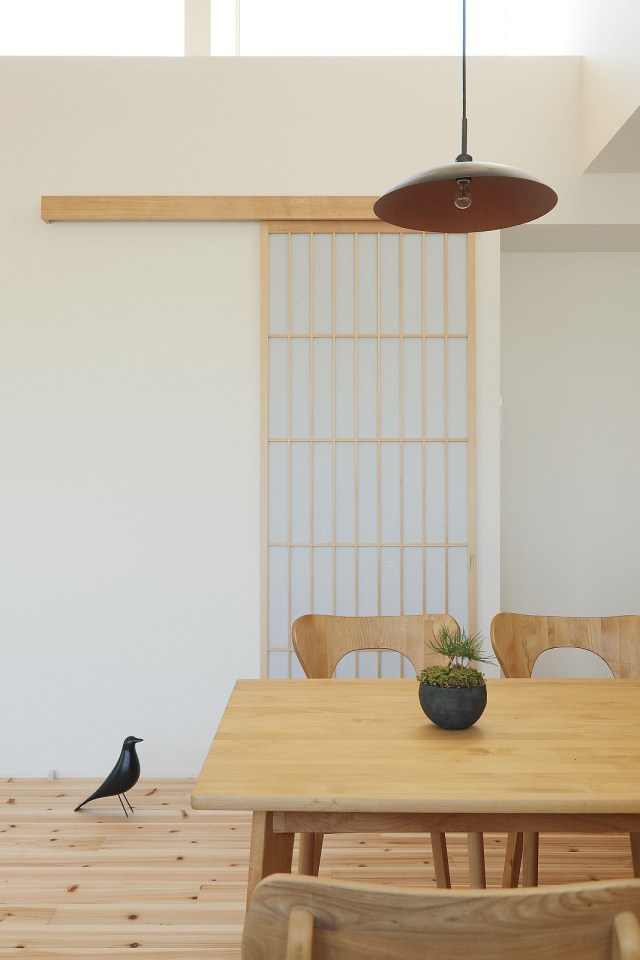 modern serene japanese house with bright white wooden interior (9)