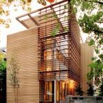 บ้านทาวน์โฮมสมัยใหม่ ตกแต่งด้วยไม้สร้างเอกลักษณ์ พร้อมพื้นที่สวนอันร่มรื่นและสงบ