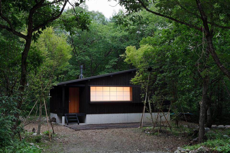 modern wooden japanese house in countryside (2)