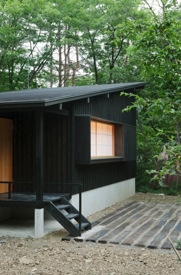 modern wooden japanese house in countryside (3)