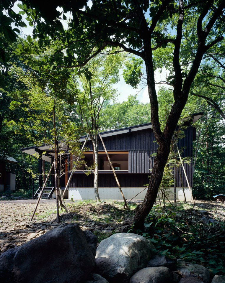 modern wooden japanese house in countryside (4)