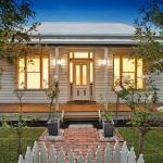 แบบบ้านชั้นเดียว 3 ห้องนอน ตกแต่งโมเดิร์นร่วมสมัย พร้อมสวนทั้งหน้าและหลังบ้าน