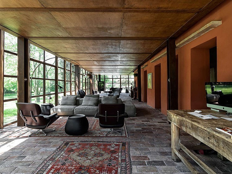 private house in italy with industrial contemporary interior design (3)