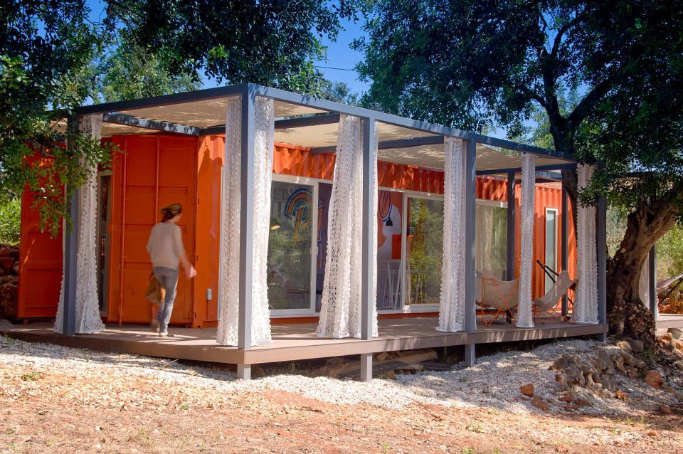 studio-arte-nomad-living-exterior2-via-smallhousebliss