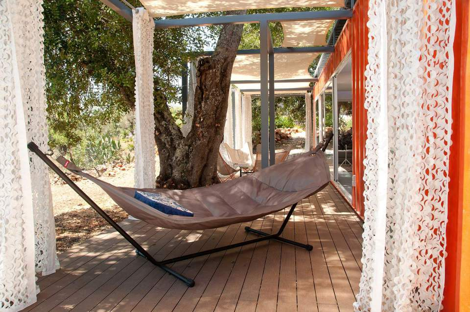 studio-arte-nomad-living-terrace3-via-smallhousebliss