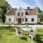 บ้านทรงยูโรเปียนคอทเทจ ออกแบบสองชั้นเรียบง่าย แต่งด้วยโทนสีขาวอันสบายตา