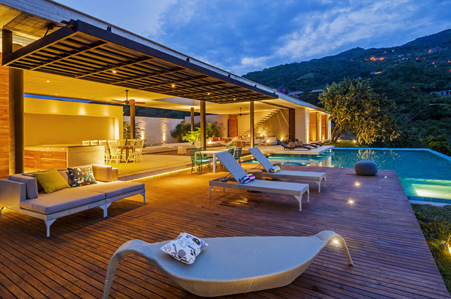 vacation house contemporary idea on columbian hill with pool (18)