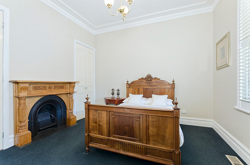 victorian white house with garden green idea modern interior (9)