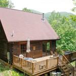 บ้านกระท่อมไม้เพื่อการพักผ่อน ขนาด 2 ห้องนอน ยกพื้นใต้ถุน-มีระเบียงขนาดใหญ่