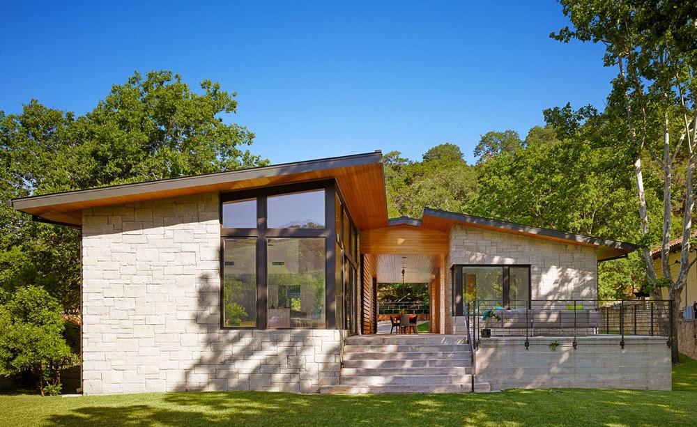 Breezy lakehouse
