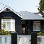บ้านโทนสีดำเรียบ ภายนอกดูธรรมดา ภายในแต่งโมเดิร์นให้โปร่งและน่าอยู่