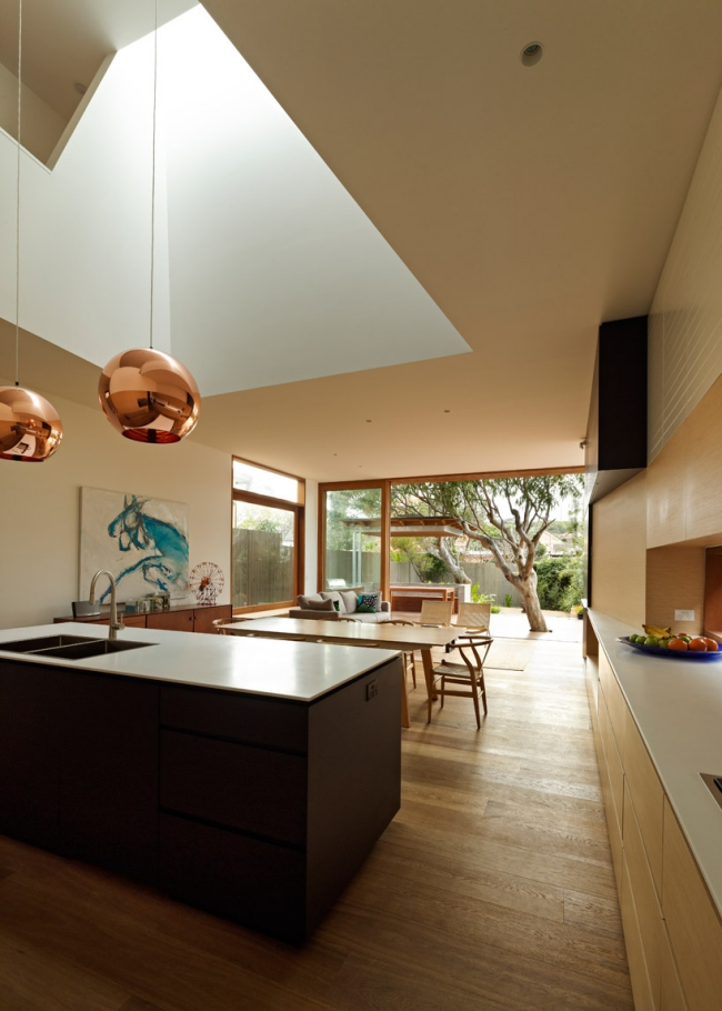 chic-beach-house-design-with-modern-interior-design-in-sydney (5)