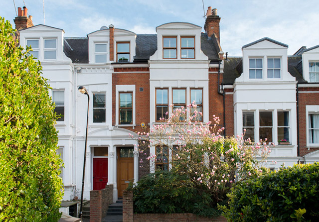 classic brick townhouse with wooden interior in london city (1)
