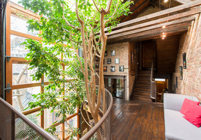 classic brick townhouse with wooden interior in london city (17)