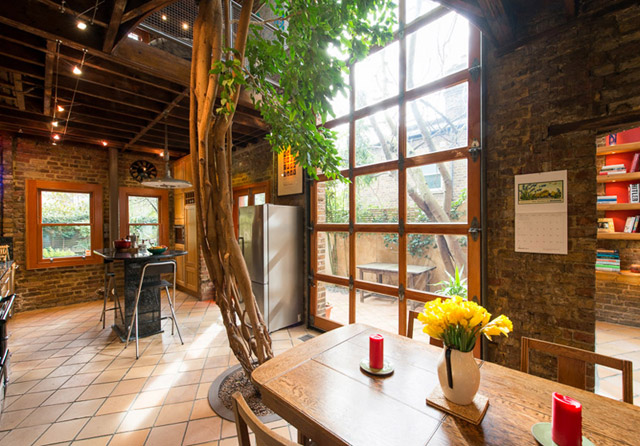 classic brick townhouse with wooden interior in london city (22)