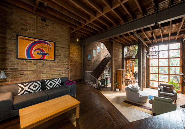 classic brick townhouse with wooden interior in london city (29)