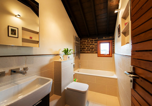 classic brick townhouse with wooden interior in london city (33)