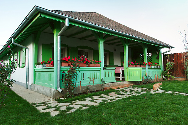 contemporary cottage house renovated with green and white color design (1)