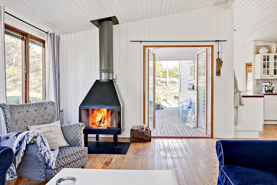 country cottage house with white wooden design in swedish countryside (7)