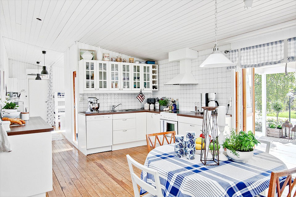 country cottage house with white wooden design in swedish countryside (8)