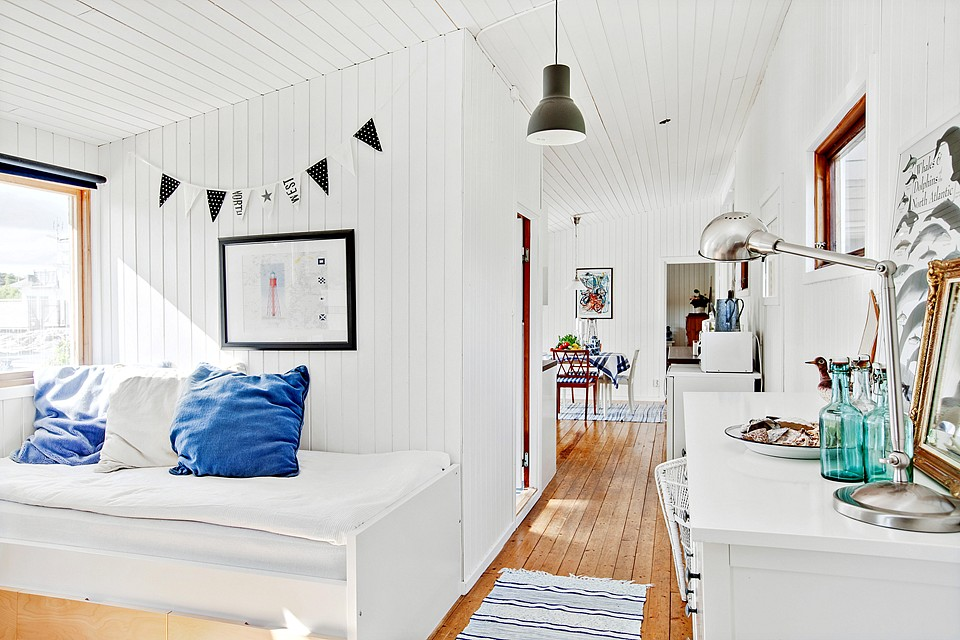 country cottage house with white wooden design in swedish countryside (9)