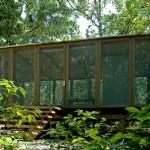 ไอเดียบ้านพักผ่อนกลางป่าแบบเก๋ๆ ออกแบบให้โปร่งโล่ง และลมพัดผ่านได้สบายๆ