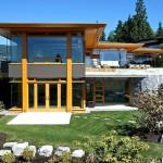 บ้านสวยสมัยใหม่ ตั้งอยู่บนเนินเขาริมทะเล ตกแต่งด้วยไม้-กระจก ให้โล่งสวย