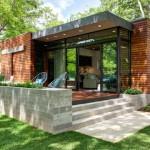 บ้านทรงกล่องออกแบบอย่างทันสมัย ตกแต่งภายนอกด้วยไม้ ภายในแบบเรียบง่าย