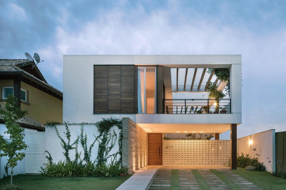 modern house with yard and pool located in brazilian city (2)