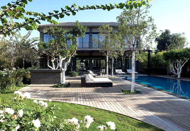 monotone modern contemporary house with bright interior and outdoor living space (1)