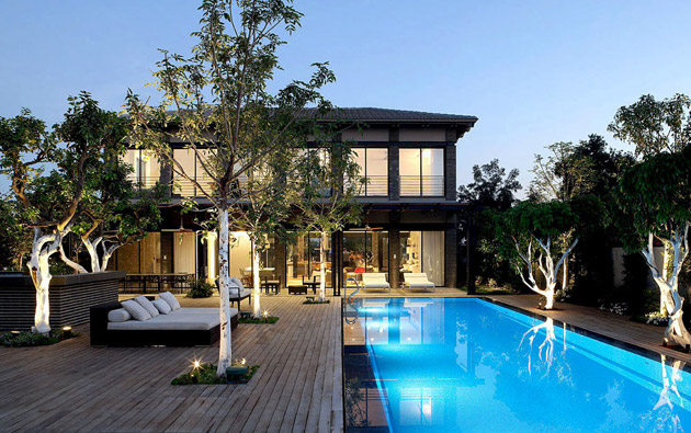 monotone modern contemporary house with bright interior and outdoor living space (17)