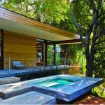 รีโนเวทบ้านเก่า 60 ปี เป็นบ้านตากอากาศแนวโมเดิร์น ที่โปร่งโล่งเพื่อการพักผ่อน