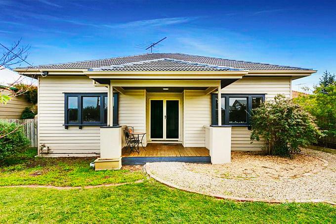 rural-cozy-convenient-comfort-cottage-12