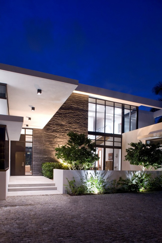 two storey modern house with pool in florida usa (3)