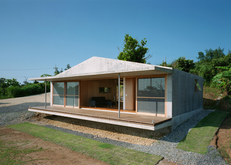 villa concrete house on japanese island with eco friendly idea (1)