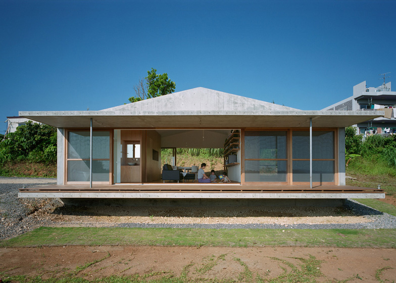 villa concrete house on japanese island with eco friendly idea (2)