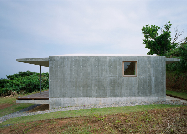 villa concrete house on japanese island with eco friendly idea (3)