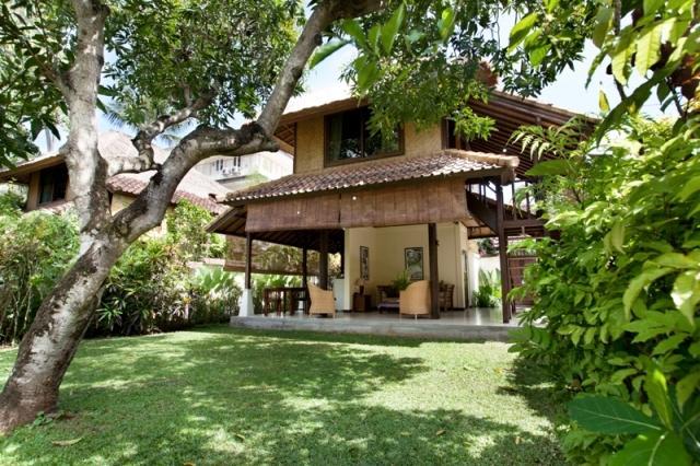 villa resort style house with contemporary garden idea in bali (1)