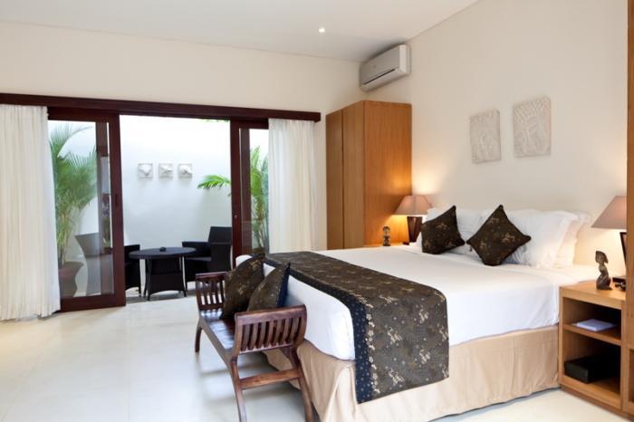villa resort style house with contemporary garden idea in bali (10)