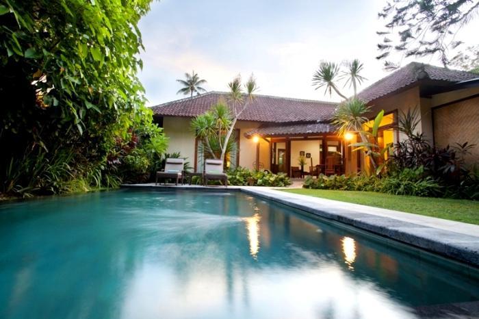 villa resort style house with contemporary garden idea in bali (5)