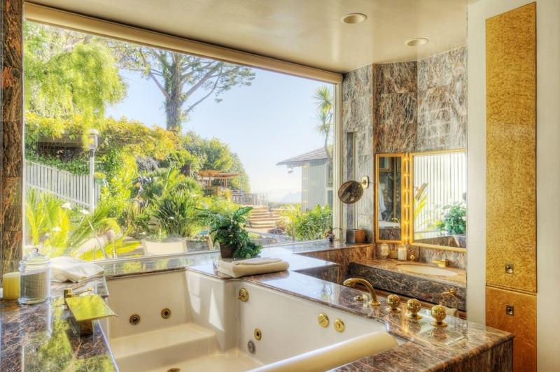 warm and luxury house near bay (14)