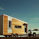 หนุ่มแคนาดา ออกแบบบ้านกล่องไม้ ลากติดกับรถ ไว้ท่องเที่ยวทั่วประเทศ